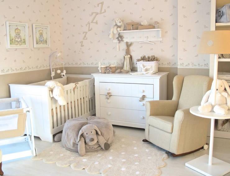 Habitación Narbone: Recámaras de estilo  por Baby Luna