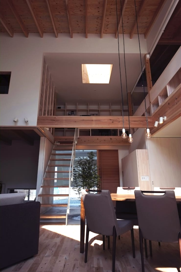 seep out: 建築設計事務所SAI工房が手掛けた廊下 & 玄関です。