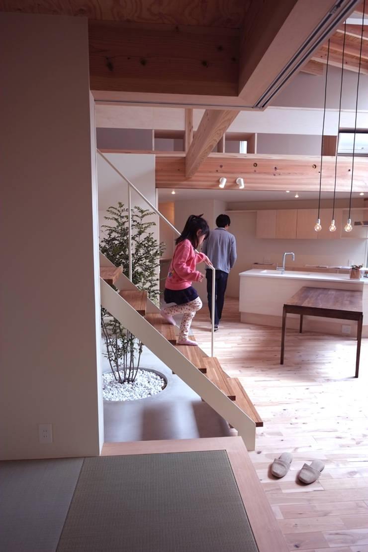 seep out: 建築設計事務所SAI工房が手掛けたダイニングです。