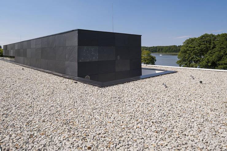 NEMO HOUSE : styl , w kategorii Domy zaprojektowany przez MOBIUS ARCHITEKCI PRZEMEK OLCZYK,