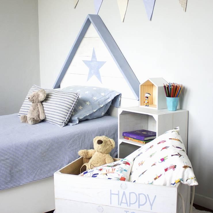 Dormitorios de estilo  por HAPPY HOME BARCELONA