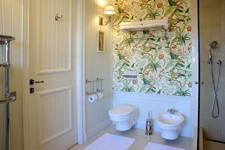 Baños de estilo  por DecorAndDesign
