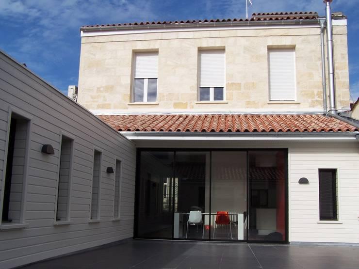 Rénovation complète d'un immeuble d'habitation : Maisons de style  par ADN ATELIER