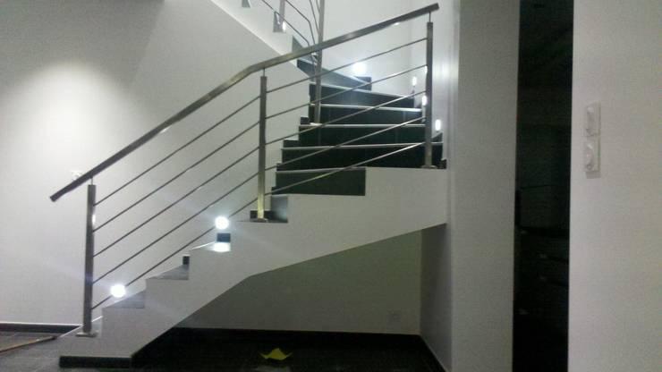 ESCALIER METAL ET INOX: Couloir, entrée, escaliers de style de stile Rural par MIONS PORTAILS