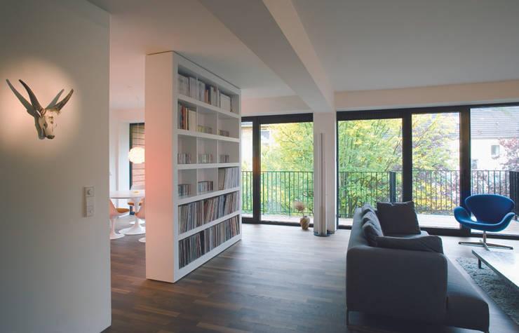 Bogenallee Wohnen [+]:  Wohnzimmer von blauraum architekten