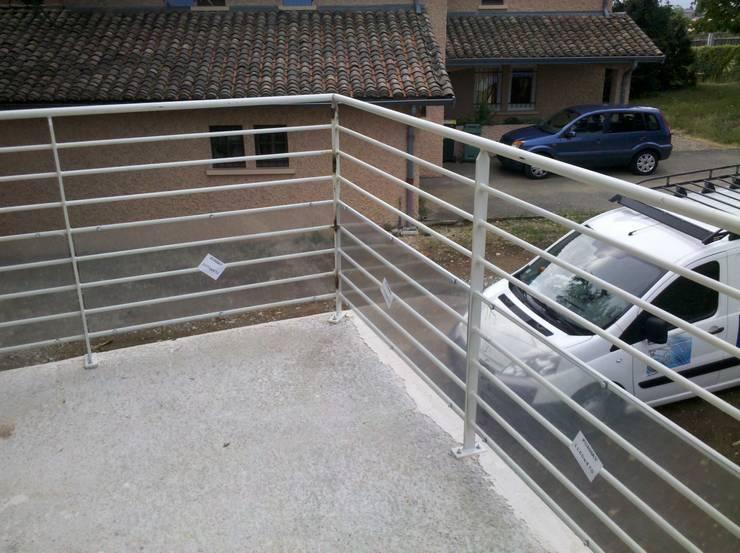 ESCALIER METAL ET INOX: Balcon, Veranda & Terrasse de style de stile Rural par MIONS PORTAILS
