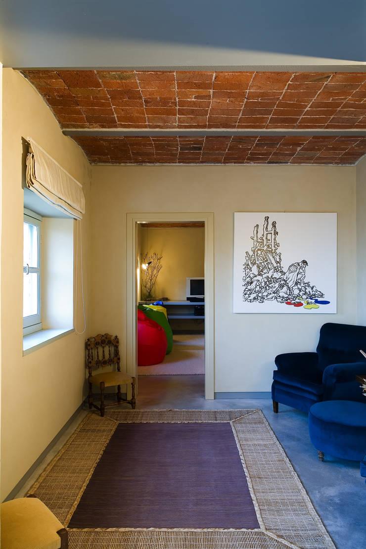 Cascina Nuova: Case in stile  di Carlo Bellini architetto