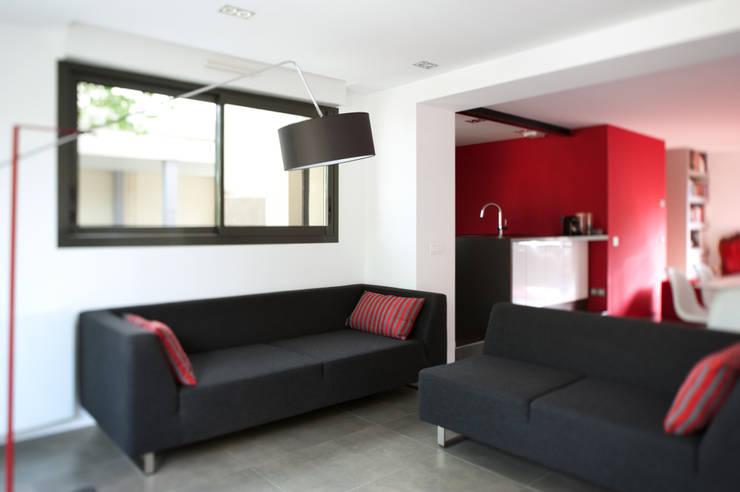 La boite rouge: Salon de style  par AMBA