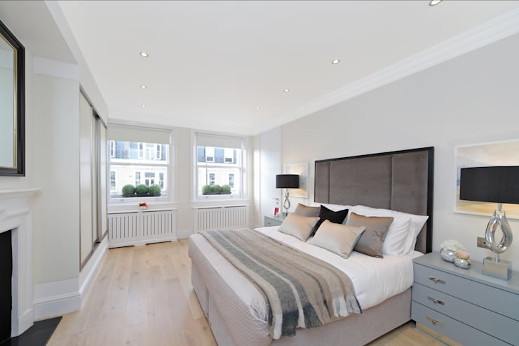City appartment:  Bedroom by Hampstead Design Hub