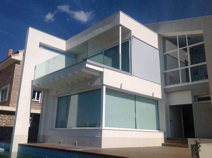 Finestre & Porte in stile in stile Moderno di Cortinasmadrid- TecnicorT