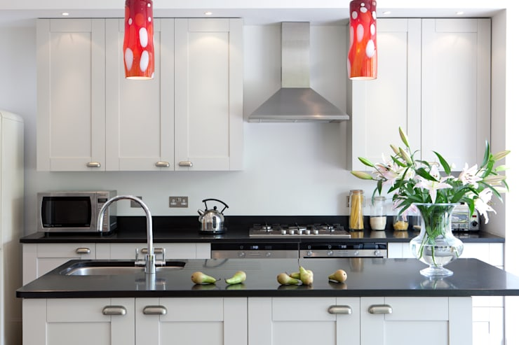 London Kitchens:  Kitchen by Amanda Neilson Interiors