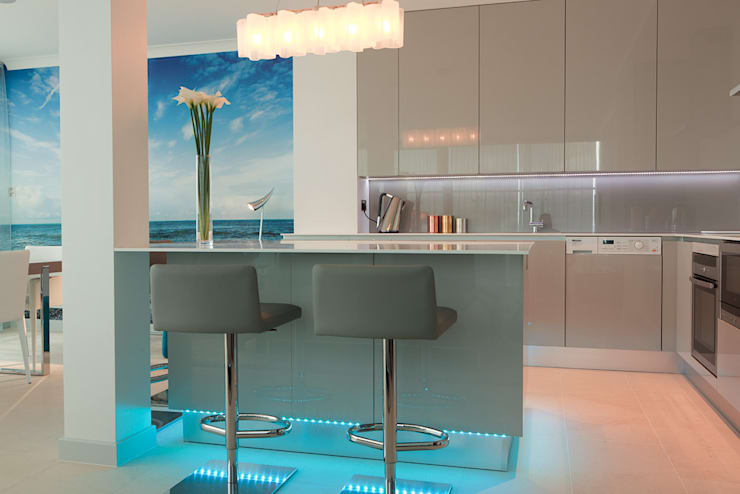 London Docklands penthouse :  Kitchen by At Home Interior Design Consultants Cambridge
