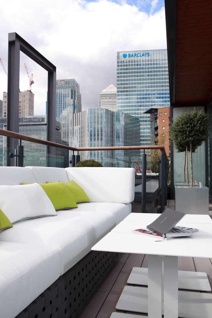 London Docklands penthouse :  Living room by At Home Interior Design Consultants Cambridge