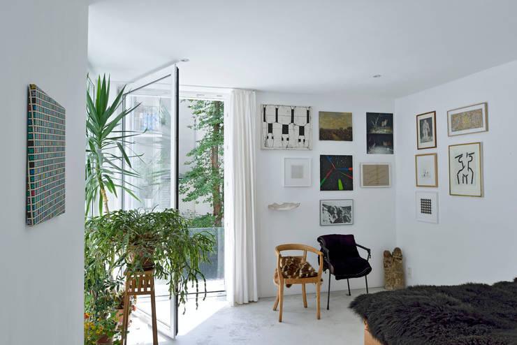 Schlafzimmer / 1.Obergeschoß:   von Marie-Theres Deutsch Architekten BDA