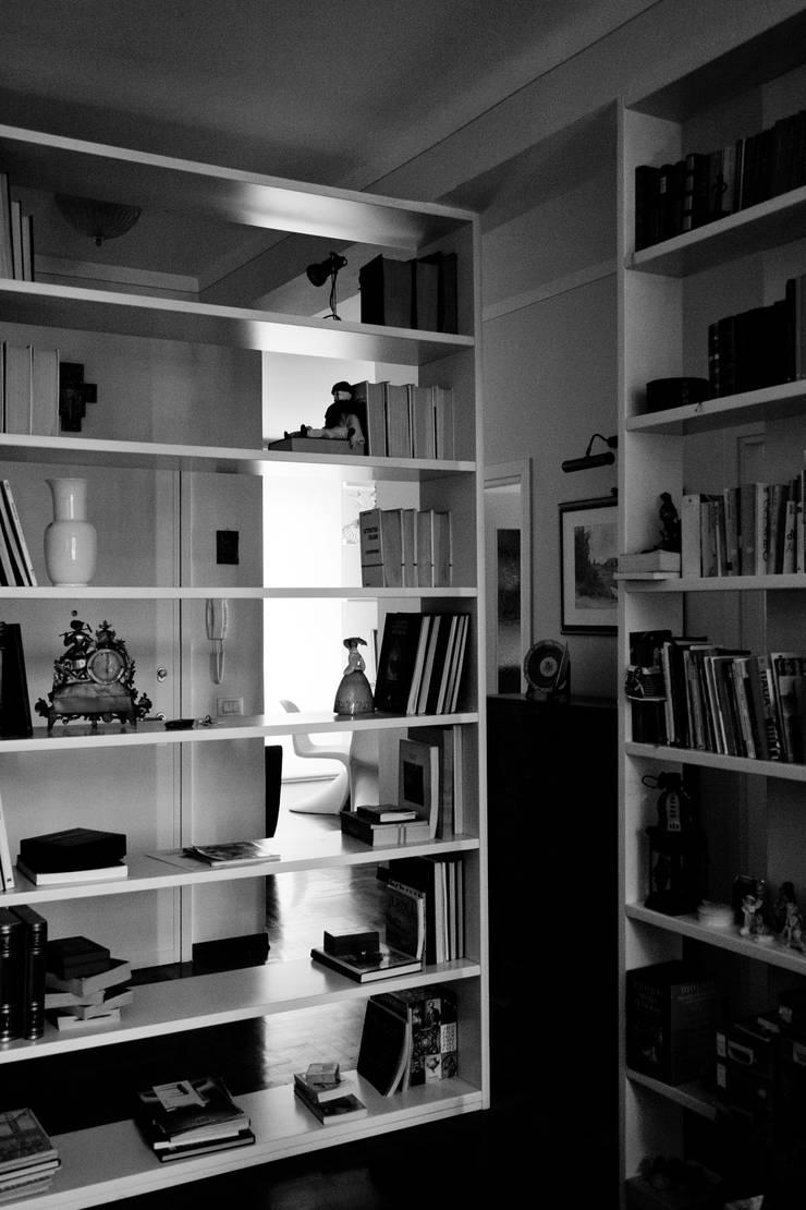 Franca's apartment: Case in stile  di tomaso cavalli
