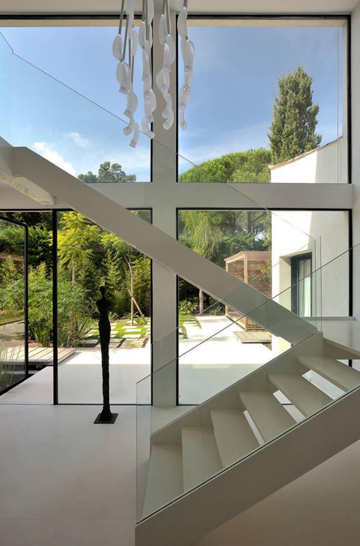 Maison WP: Fenêtres de style  par Vincent Coste Architecte