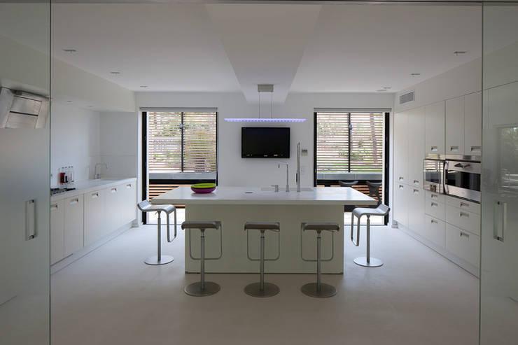 Maison WP: Cuisine de style  par Vincent Coste Architecte