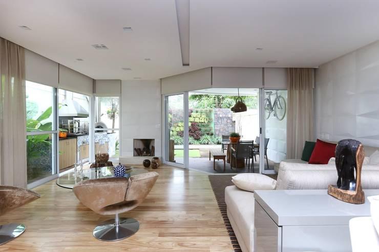 Cidade Jardim | Residenciais: Salas de estar modernas por SESSO & DALANEZI