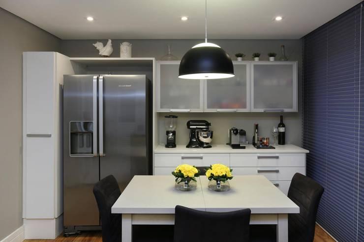 Cidade Jardim | Residenciais: Cozinhas modernas por SESSO & DALANEZI