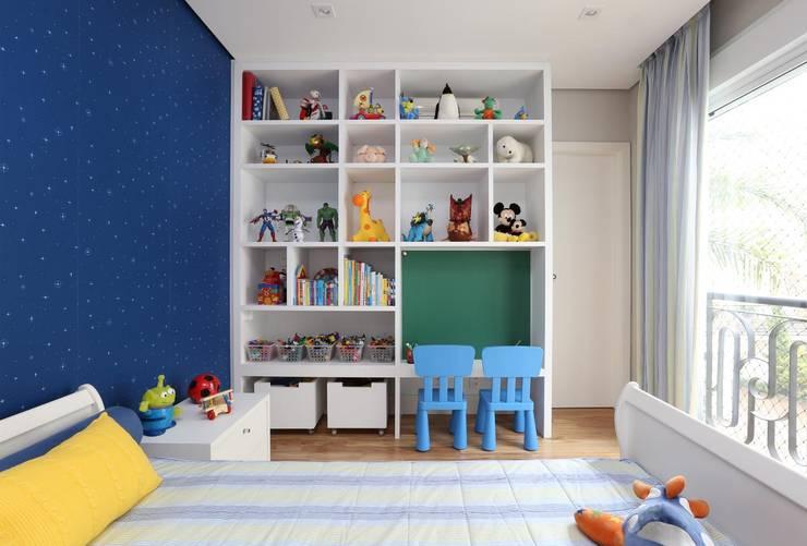 Cuartos infantiles de estilo  por SESSO & DALANEZI