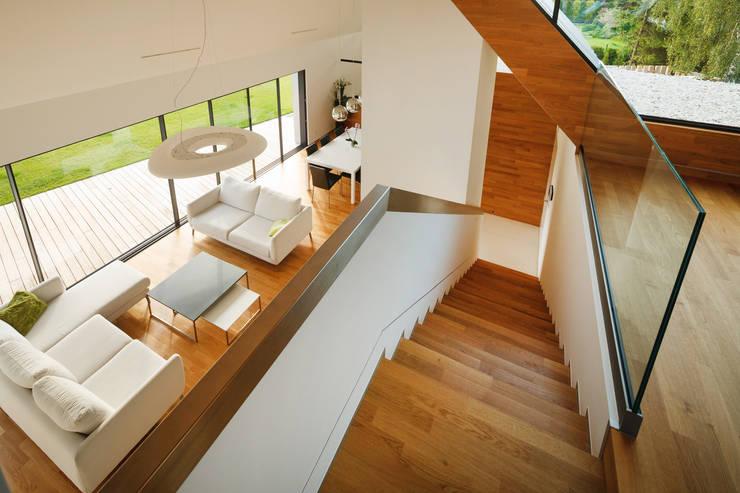 TWO BARNS HOUSE : styl , w kategorii Korytarz, przedpokój zaprojektowany przez RS+ Robert Skitek