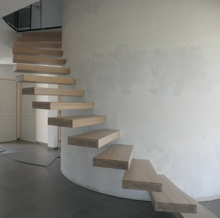 Escaliers suspendus: Couloir, entrée, escaliers de style de style Moderne par Amibois