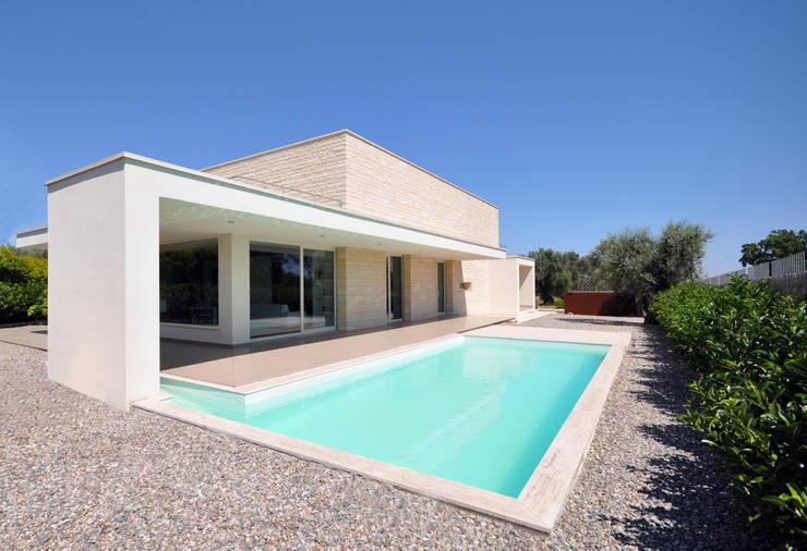 Casa in Calabria: Case in stile  di Studio Signorini