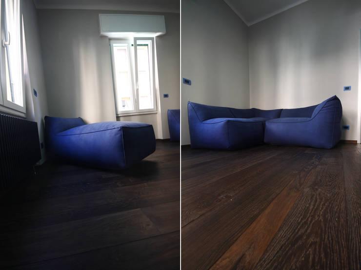 CASA AT: Case in stile  di Andrea Orioli
