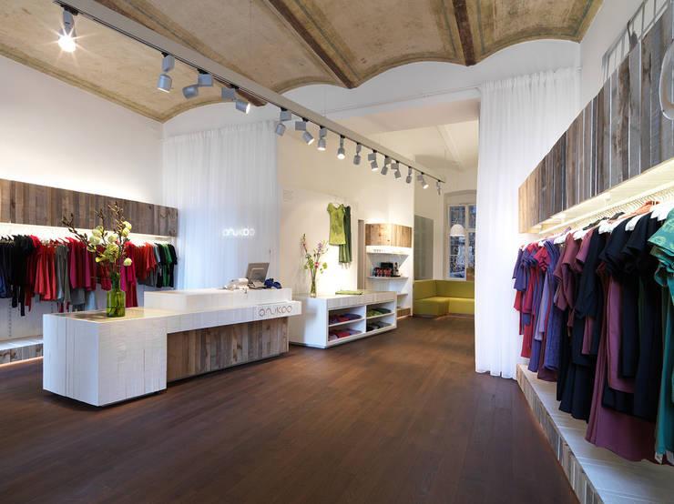 Oficinas y Tiendas de estilo  de Atelier Heiss Architekten