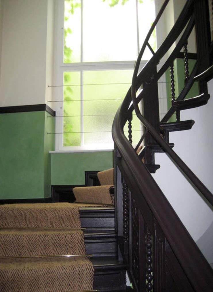 Treppenhaus Wandgestaltung von Atelier Wandlungen GbR | homify