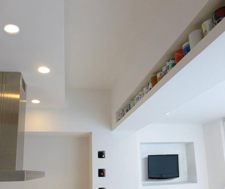 Cocinas de estilo minimalista por Laura Marini Architetto
