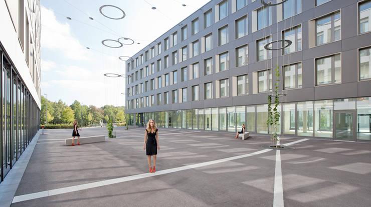 Passage mit Blick zur Theresienhöhe:  Bürogebäude von grabner huber lipp landschaftsarchitekten partnerschaft,