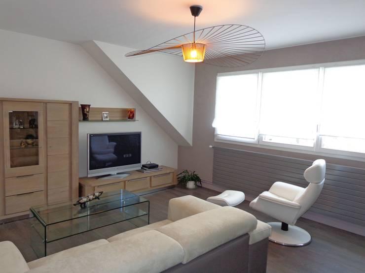 Rénovation complète d'une maison: Salon de style  par ATDECO