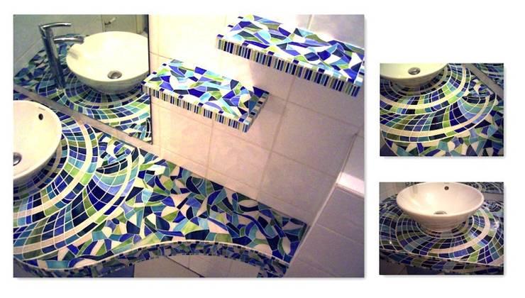 Plan de toilette: Murs & Sols de style  par L-Mosaïque