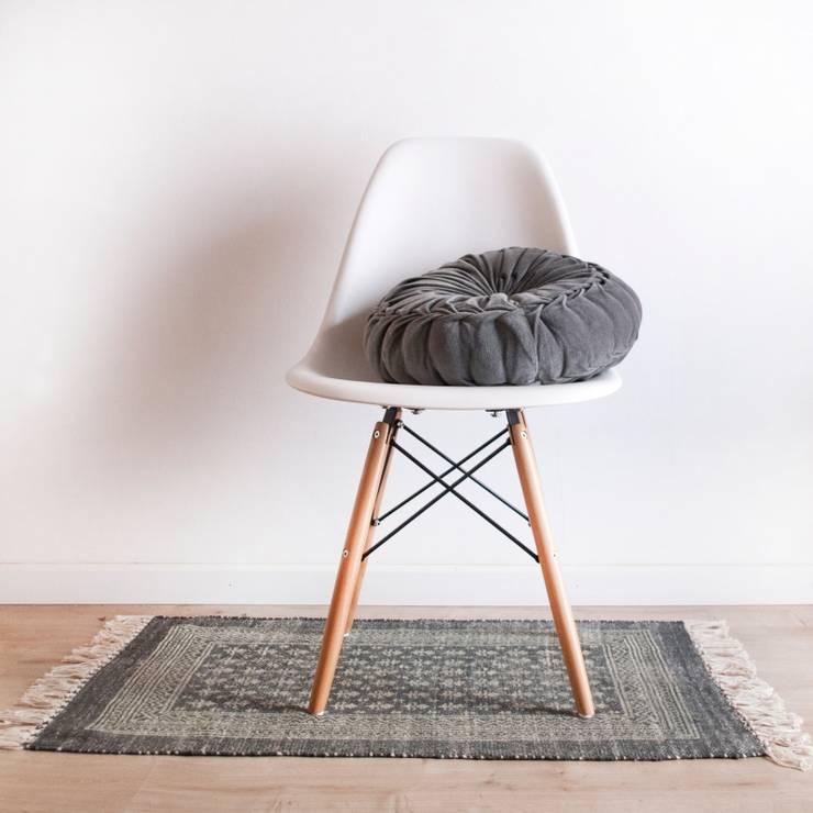 Silla DSW Style: Baños de estilo  de Decoratualma