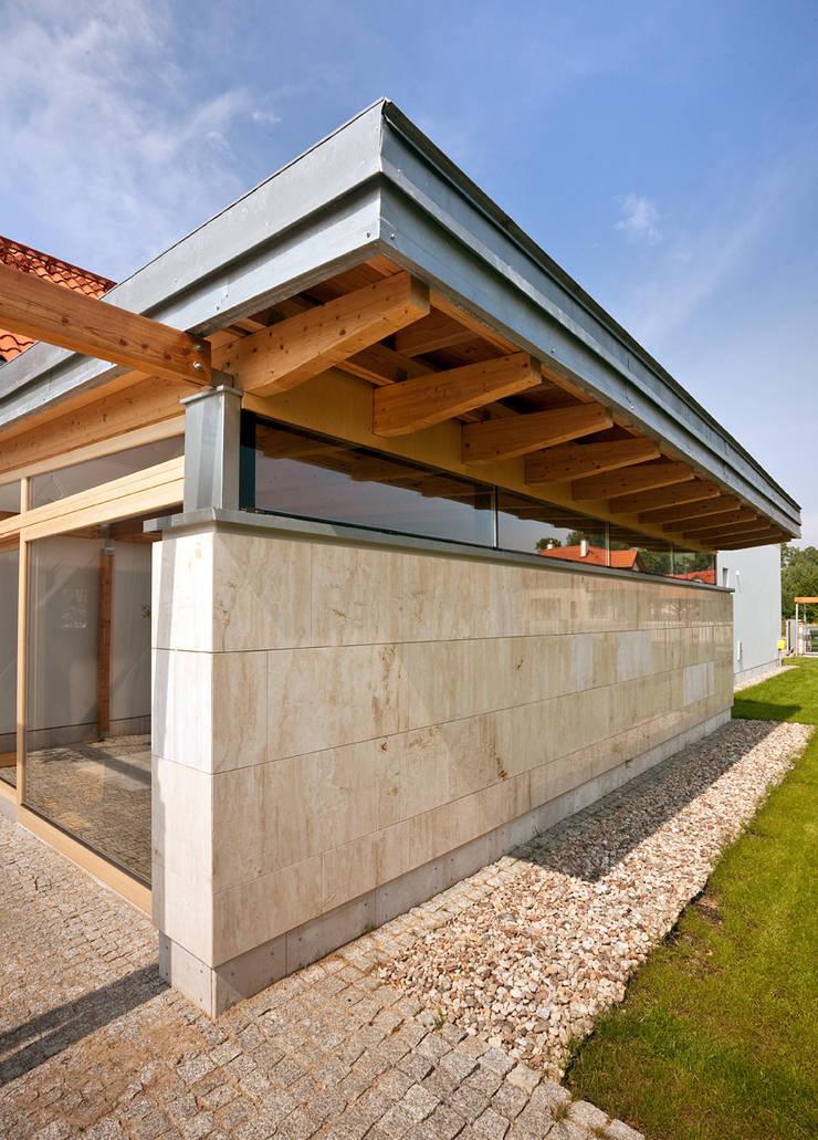 Dom nad jeziorem pod Olsztynem: styl , w kategorii Domy zaprojektowany przez CAA ARCHITEKCI