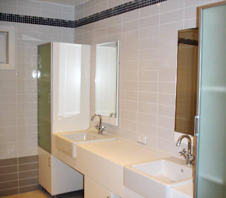 AR-ES MİMARLIK TİCARET LTD STİ – Yenal Deniz Gökyıldırım Evi: modern tarz Banyo