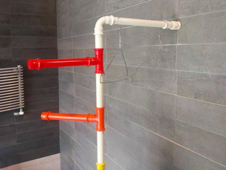 hanger: Bagno in stile  di Giacomo Giustizieri - Industrial Designer