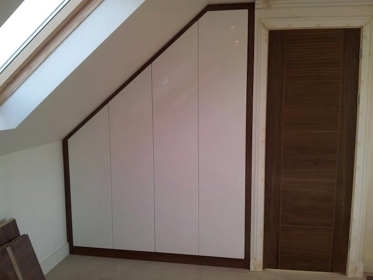 Loft wardrobes:  Bedroom by Smiths fitted wardrobes Ltd