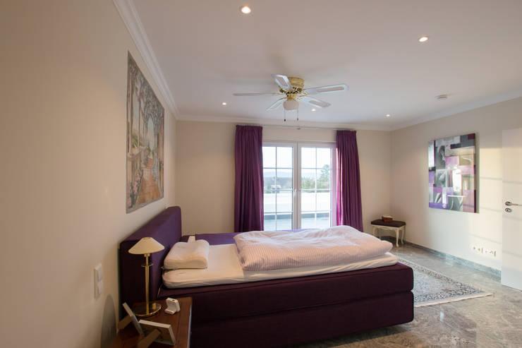 Franz & Köhler Immobilien GbR: modern tarz Yatak Odası