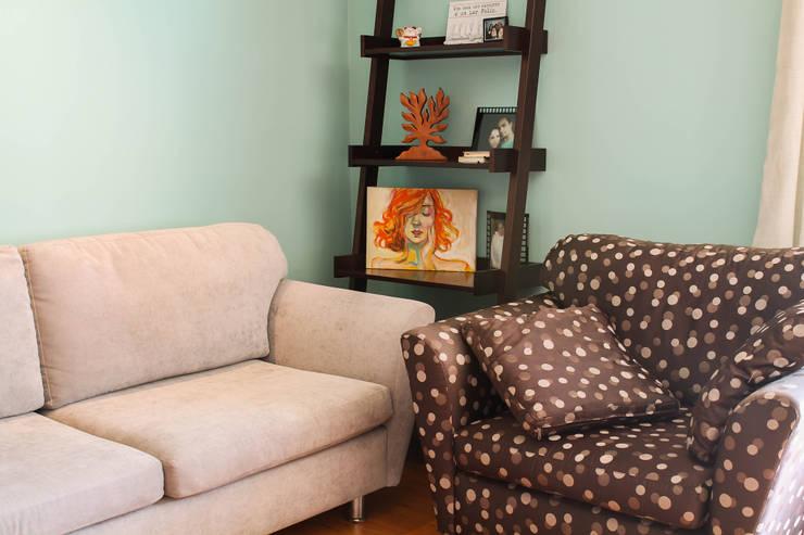 Sala de estar: Salas de estar  por Dobra Arquitetura