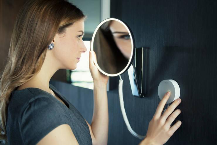 Specchio cosmetico iLook_move di Keuko:  in stile  di Blue Responsibility