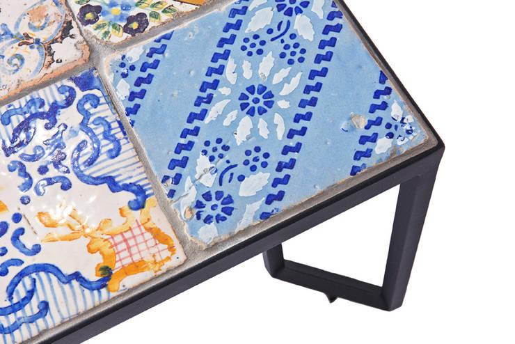 Spider Tiles Table: Giardino in stile  di Francesco Della Femina