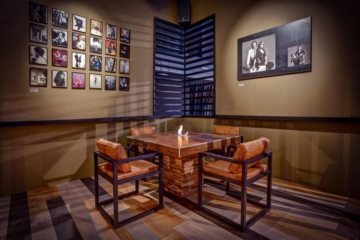 Centros de exhibición de estilo  por woodboxx | Thomas Maile