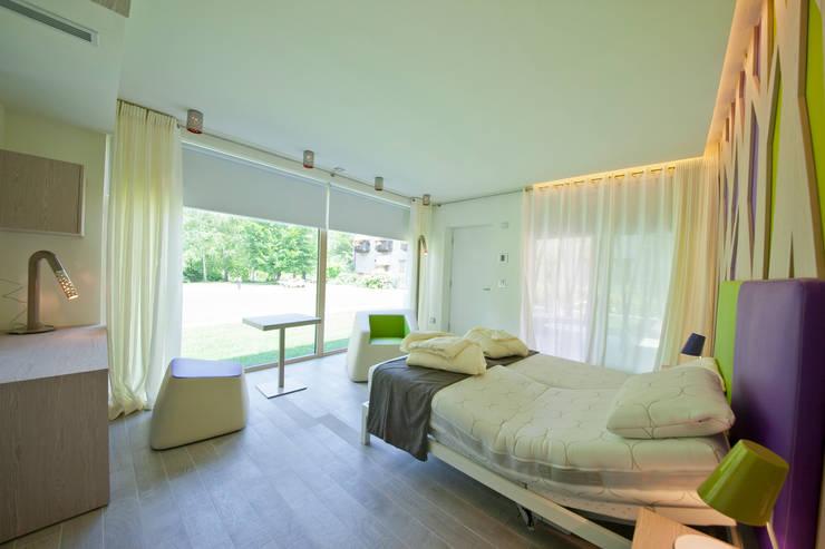 Green_Zero: Hotel in stile  di Studio di Architettura Daniele Menichini
