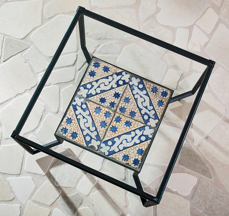 Spider Tiles & Glass Table: Giardino in stile  di Francesco Della Femina