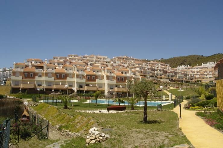 Residencial Colinas del Golf:  de estilo  de santacruz y asociados estudio de arquitectura