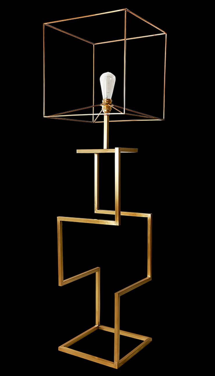 Sophia Lamp: Soggiorno in stile  di Francesco Della Femina