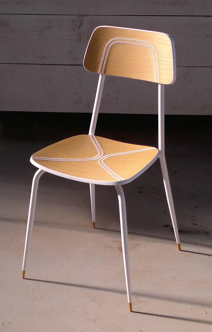 CONCITA...la sedia cucita: Sala da pranzo in stile  di REALIZZATORI DI IDEE