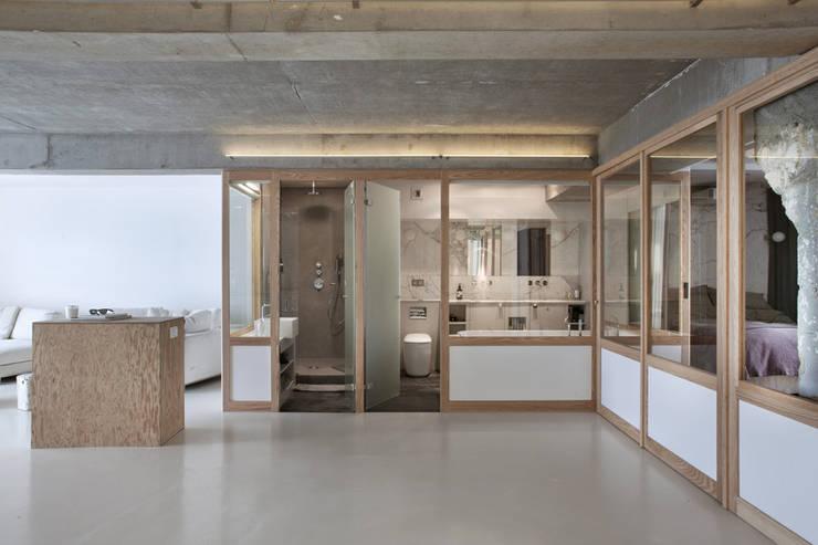 Loft LK, Paris: Salon de style de style Moderne par Olivier Chabaud Archtct